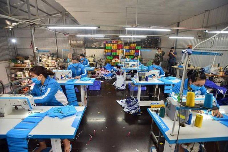 Xưởng công ty sản xuất áo mưa